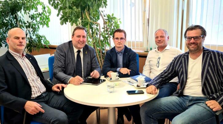 Einer Meinung: Vizebürgermeister Gernot Oberzaucher (Ferndorf), FPÖ Stadtrat Erwin Baumann (Villach), Gemeindevorstand Markus di Bernardo (Wernberg), Gemeindevorstand Christian Puschan (Finkenstein) und Gemeindevorstand Markus Kuntaritsch (Velden) wollen die 5G Sender stoppen.