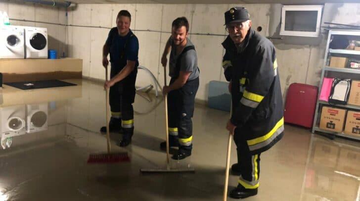 Der Keller konnte durch das rasche Eingreifen der Einsatzkräfte ausgepumpt und weitere Schäden verhindert werden.
