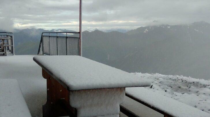 Mit dem Schneefall im August hätten die Betreiber des Hannoverhauses am Ankogel nicht gerechnet.