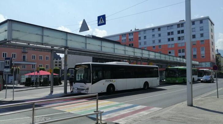 """Die """"Mutmacherbriefe"""" wurden gestern Nachmittag am Busbahnhof verteilt."""