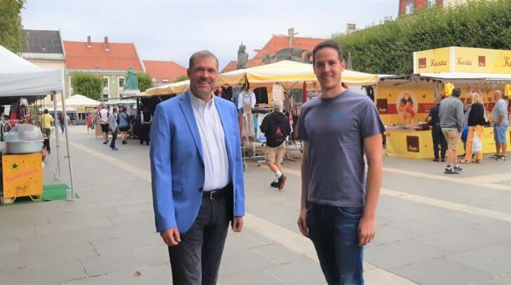 Stadtrat Markus Geiger und Christoph Fleck von der Marktverwaltung Klagenfurt (v.l.)