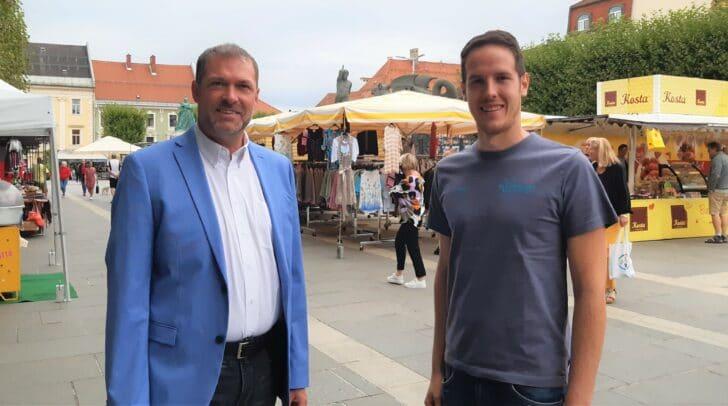 Stadtrat Markus Geiger und Christoph Fleck von der Marktverwaltung Klagenfurt