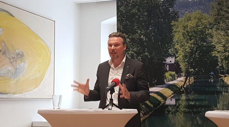 Der FP-Vizebürgermeister Wolfgang Germ fordert Investitionen in die Messehalle und Klarstellungen zum Hallenbad-Projekt.