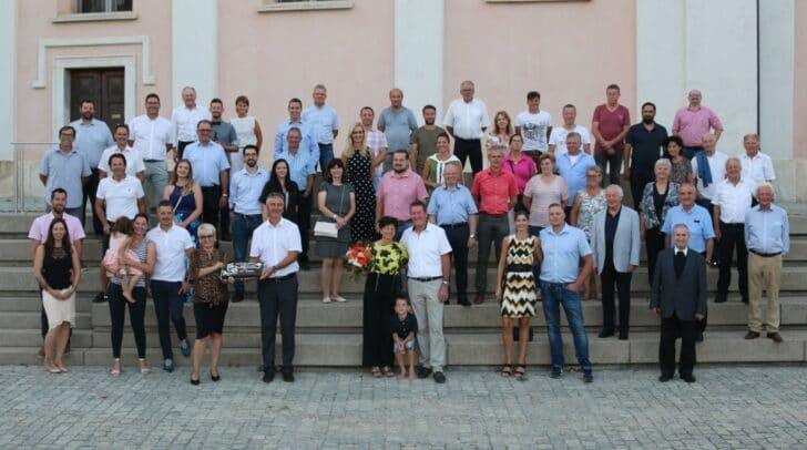 Zum 25. Dienstjubiläum gratulierten die Mitglieder des Gemeinderates sowie die Mitarbeiterinnen und Mitarbeiter der Gemeinde dem Griffener Bürgermeister Josef Müller.