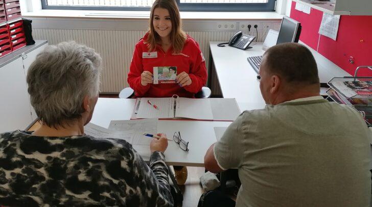 Die Sozialbegleitung beim Roten Kreuz bietet Informationen zu Hilfsangeboten und unterstützt bei vielfältigen konkreten Aufgaben.