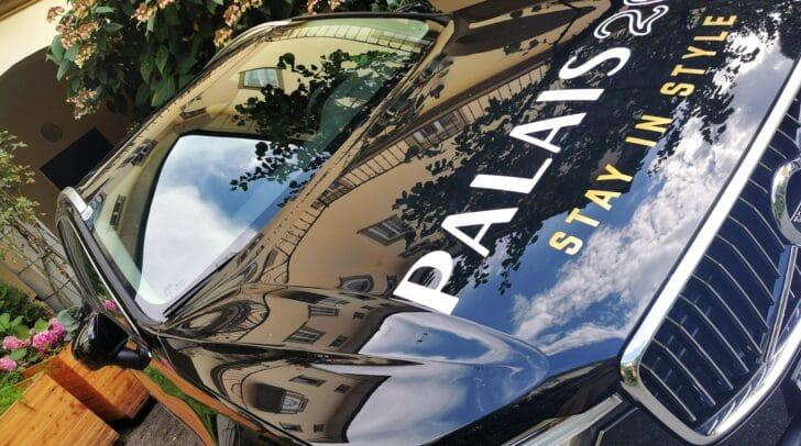 Stadtrundfahrt gefällig? Das Hybrid-Leihauto von Palais26 können Hotelgäste für eine Spritztour benutzen.