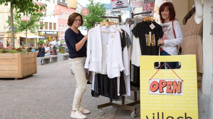 Die Villacher Innenstadt lädt morgen, Mittwoch, wieder zur Shopping Night mit Wohnzimmerkonzerten in den Gastgärten der Innenstadt!