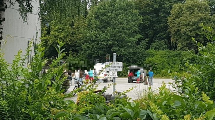 Im Innenhof der Richard Wagner Schule wurde eine Teststation eingerichtet.