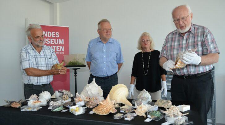 v.l.n.r: Christian Wieser, (Kustos für Zoologie und stv. wissenschaftlicher GF des Landesmuseums Kärnten), Sammlerehepaar Heinz Maier und Gattin sowie Helmut Zwander (Präsident NWV Kärnten)