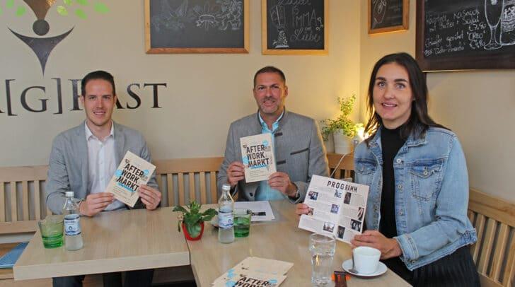 Christoph Fleck (Marktverwaltung), Marktreferent Stadtrat Markus Geiger und Marina Virgolini von Stereo-Media präsentieren denen neuen After Work Markt am Benediktinerplatz.