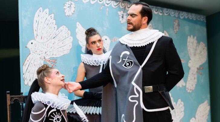 Die Villacher Innenstadt lädt am Mittwoch zu einem Minifestival des Theaterwagens Porcia am Rathausplatz.
