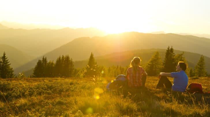 Herbstzeit ist Wanderzeit: Mit den Wandertaxis kommst du bequem in die Berge.