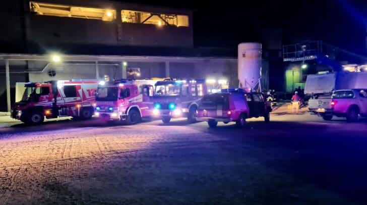 34 Einsatzkräfte und sechs Fahrzeuge rückten zu dem Trafo-Brand aus.