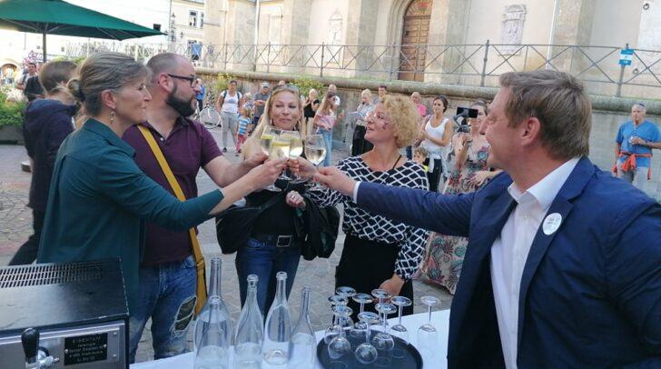 Bürgermeister Günther Albel unterstützt das Charity-Event, welches Ines Wutti und Christine Mirnig auf die Beine gestellt haben.