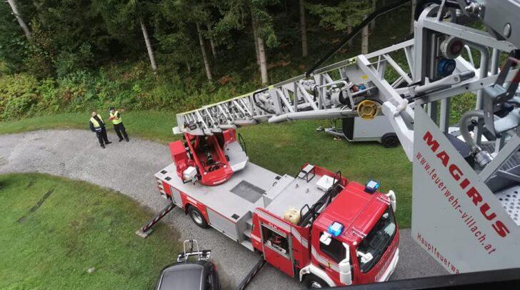 Eine Person wurde mittels Drehleiter aus dem 2. Stock gerettet.
