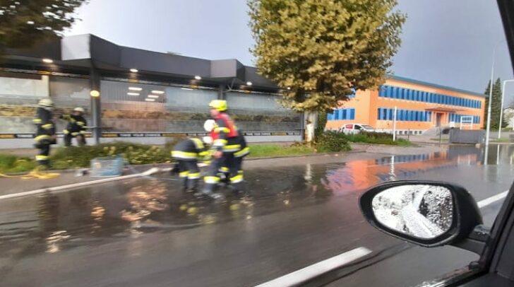 Die Pischeldorferstraße wurde teilweise überflutet.