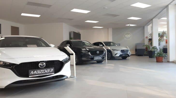 Der neue Schauraum setzt die Mazda-Modelle gekonnt in Szene.