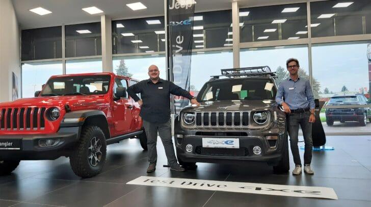 Die Jeep Plug-In Hybrid-Modelle stehen für eine Probefahrt bereit.