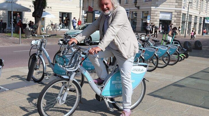 Stadtrat Frank Frey freut sich über den Zuwachs bei den nextbike‐<br /></noscript>Stationen