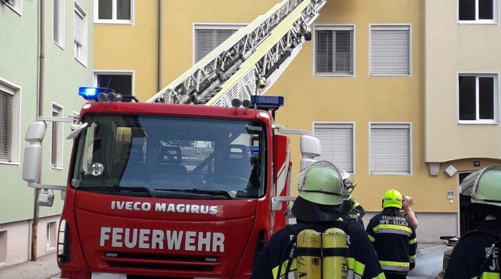 Am Sonntag wurde ein Mann aus einer verrauchten Wohnung in Völkendorf geborgen. Leider kam für ihn jede Hilfe zu spät.
