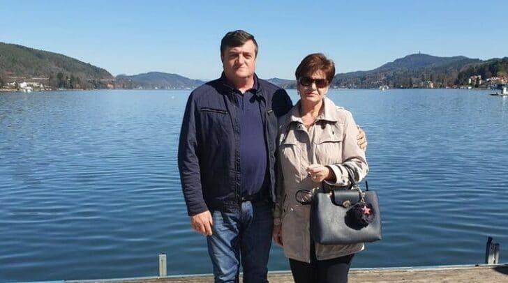 Dragan Markija (l.) und seine Frau möchten die Familie aus Weißenstein mit einer selbstgebauten Schaukel unterstützen.