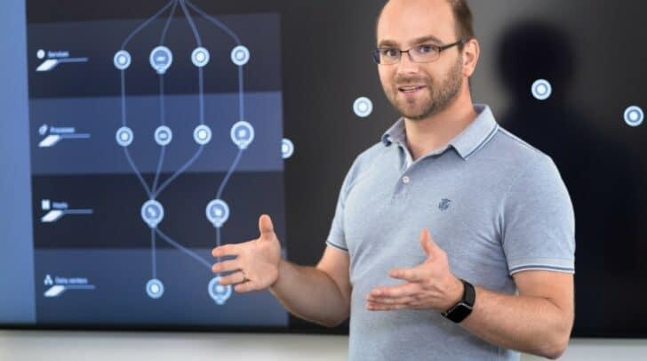 """Lab Lead Thomas Grassauer freut sich auf eine spannende Zukunft an """"seinem"""" Standort in Klagenfurt."""