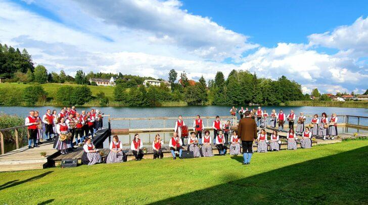 Die TK Finkenstein – Faaker See bei den Aufnahmen am Aichwaldsee.