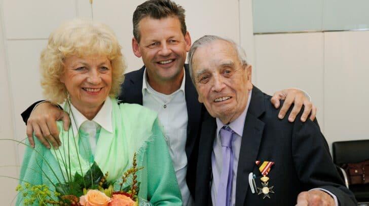 """95. Geburtstag von Altbürgermeister HR Dr. Leopold Guggenberger<br /></noscript>Irmgard und Leopold """"Guggi"""" Guggenberger, Bgm. Christian Scheider"""