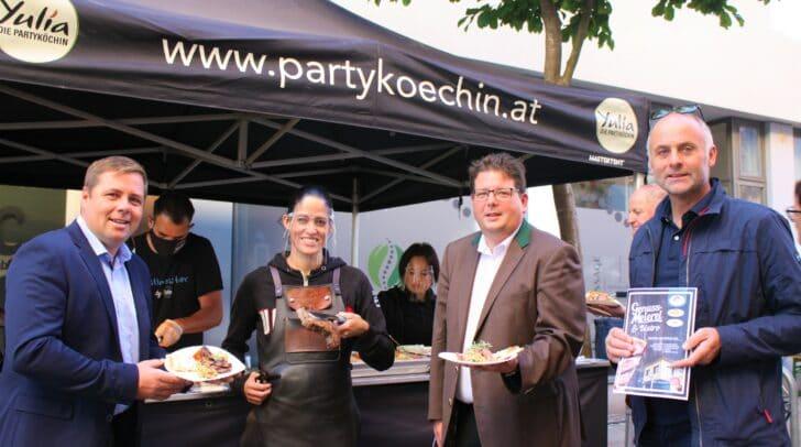 Josef Fradler, Yulia Haybäck, Christian Pober und Dolzer Bernhard haben den Vormittag am Markt genossen.