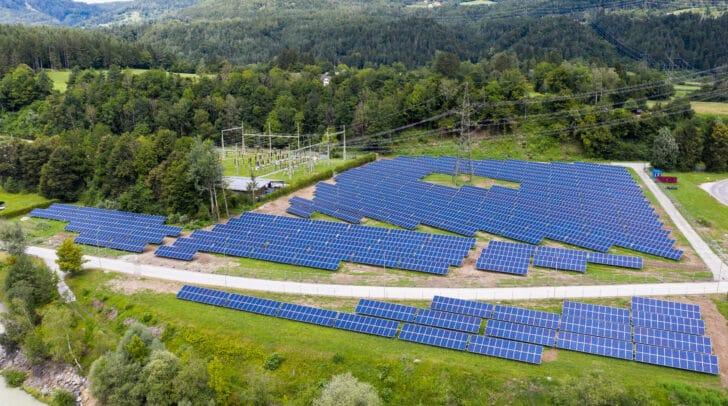 Die österreichweit erste Großflächen-Photovoltaikanlage von VERBUND wurde in Ludmannsdorf errichtet.