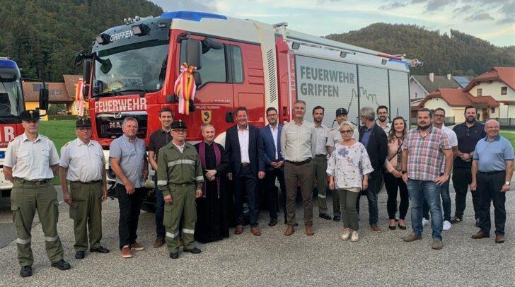 Die Kameradschaft der FF Griffen freute sich, gemeinsam mit den Gästen, über das neu in Dienst gestellte Tanklöschfahrzeug.