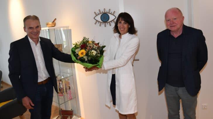 Im Bild: Bürgermeister Ferdinand Vouk, Hausherr Rolf Kamps und Fachärztin Dr. Veronika Lizzani.