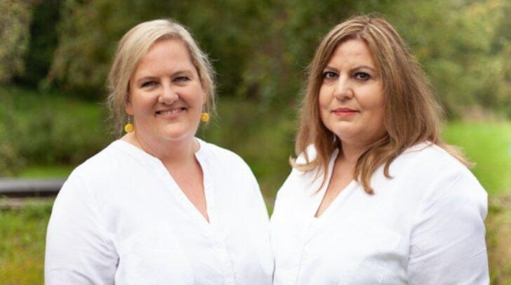 Dr. Birgit Groff (l.) und Ordinationsassistentin Sabine Schabus freuen sich auf ihre Patienten.