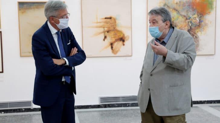 LH Peter Kaiser zu Besuch bei der Ausstellung von Künstler Franz Moro (li. im Bild).