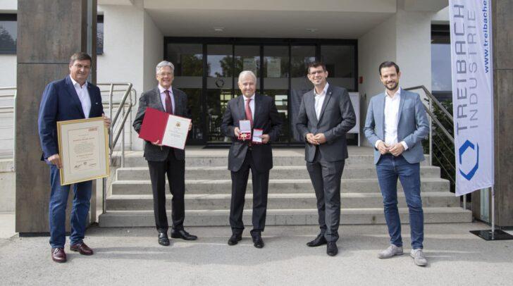 WK Präsident Jürgen Mandl, LH Peter Kaiser, Alexander Bouvier, LR Martin Gruber und LR Sebastian Schuschnig bei der Ehrenzeichenverleihung in Treibach.