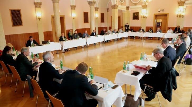 Dialogforum im Mozartsaal des Klagenfurter Konzerthauses.