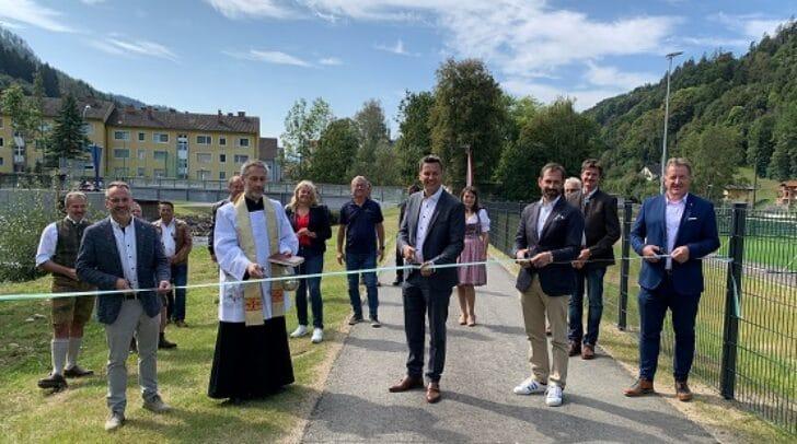 LR Daniel Fellner bei der Feier angesichts der Fertigstellung des Lavant-Hochwasserschutzes mit Erlebnisradweg in Frantschach-St. Gertraud.
