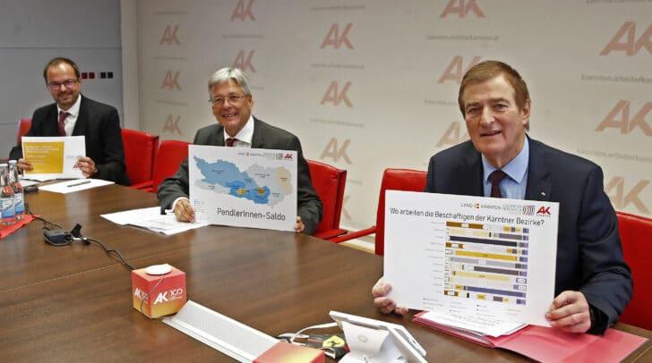 Landeshauptmann Peter Kaiser (Mitte), AK-Präsident Günther Goach (r.) und Eric Kirschner vom Joanneum Research (l.) bei der Präsentation der Pendlerstudie in der Arbeiterkammer Kärnten.
