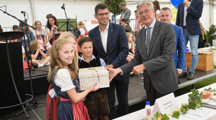 Eröffnung der VS Hörzendorf mit LH Peter Kaiser und LR Martin Gruber.