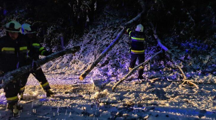 Rund 30 Mal mussten die Kärntner Feuerwehren in den letzten Stunden zu Unwettereinsätzen ausrücken.