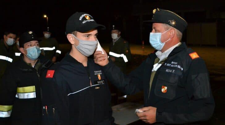 Die Fiebermessungen übernahm Bezirksfeuerwehrkommandant Friedrich Monai persönlich.