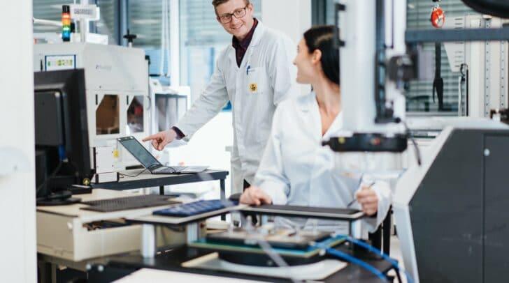 Impressionen aus den Labor- und Messtechnikflächen.