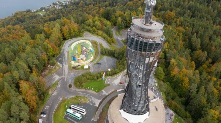 Das Gemälde zeigt eine Szene der Volksabstimmung und kann während der Öffnungszeiten von 10 bis 18 Uhr vom Turm aus besichtigt werden.