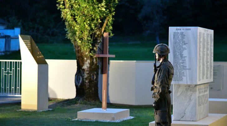 Mit dem Platz des Gedenkens soll an die schmerzliche Vergangenheit gedacht werden, die auch für die Zukunft Bedeutung hat.