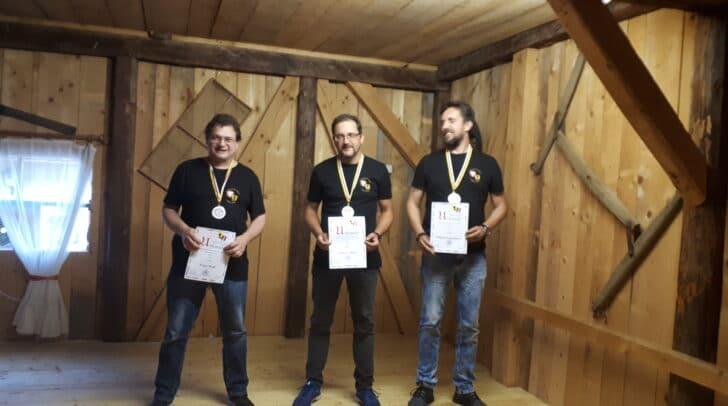 Männerklasse: Sieger Andreas Dolzer (Mitte), flankiert von Franz Wolf (links) und Wilfried Engelmayer.