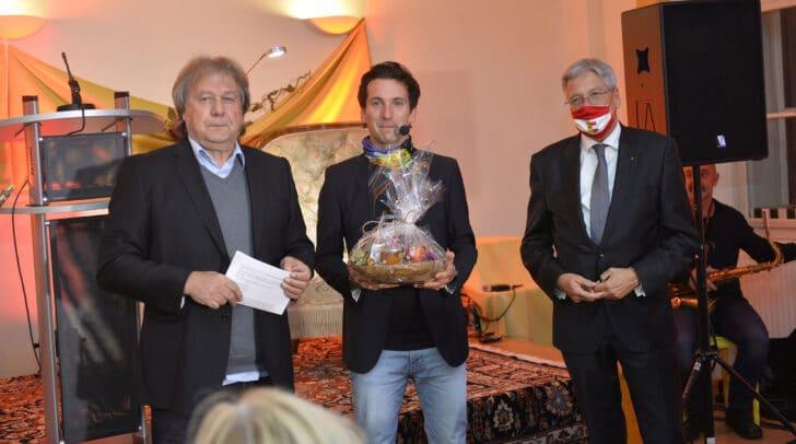 LH Peter Kaiser (r.) und Juror Alfred Kobald mit Preisträger Silvano Kobald (Anerkennungspreis des Landes Kärnten für Prosa).