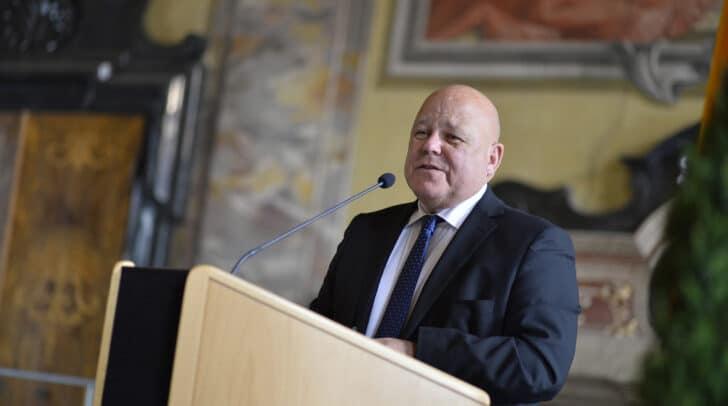 """""""Nicht das Land besucht die Ausstellung, die Ausstellung kommt ins Land"""", betonte Igor Pucker, Leiter der Abteilung 14 – Kunst und Kultur."""