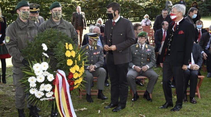 LH Peter Kaiser und LR Martin Gruber bei der Gedenkfeier.