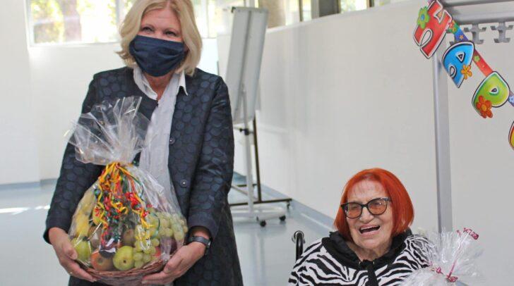 Bürgermeisterin Dr. Maria-Luise Mathiaschitz überbrachte Adrienne Pokorny persönlich die besten Glückwünsche zum 101. Geburtstag.