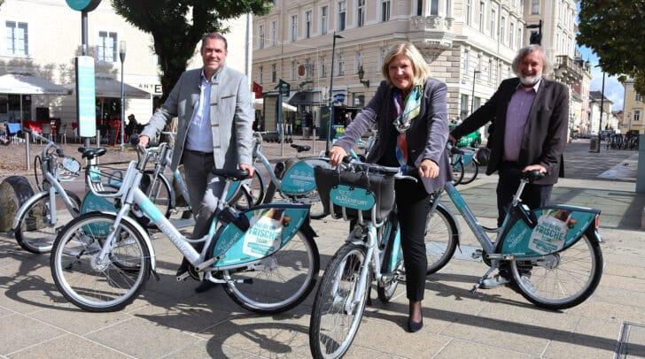 Bürgermeisterin Maria‐Luise Mathiaschitz, Marktreferent Markus Geiger und Umweltreferent Frank Frey präsentieren die neuen Modelle.